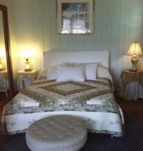 """The Americana Room"" At Twin Magnolia Plantation - Bon Aqua"