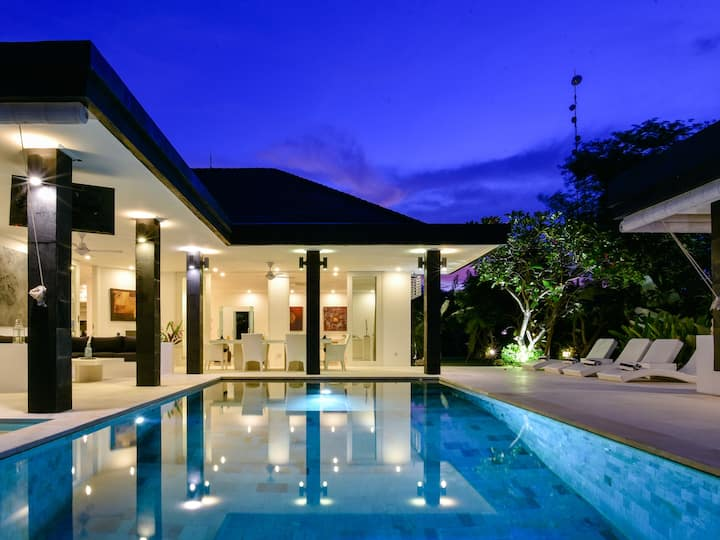 Beautiful & Private Luxury Villa w/ superb views