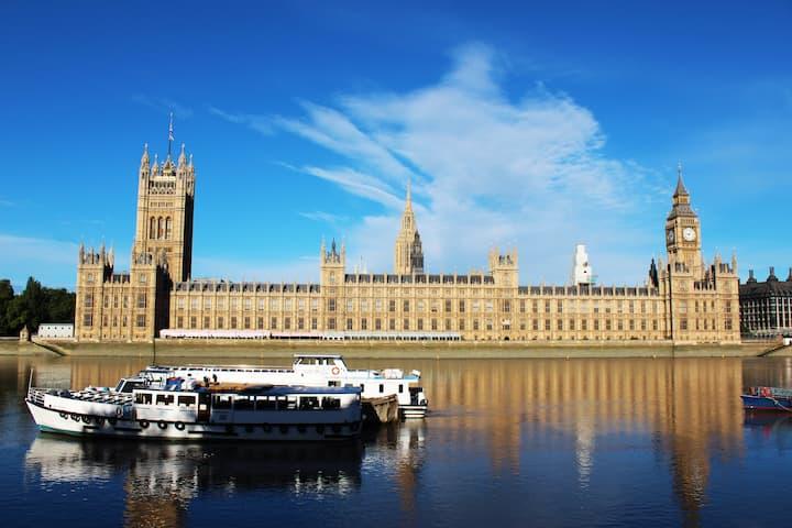 Two bedroom flat - 15 min walk to London Eye.