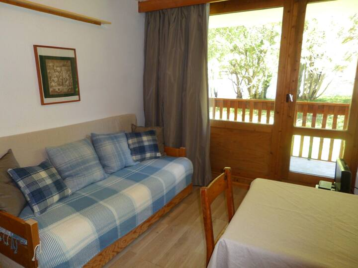 Studio for 2 people located in Val d'Isère, 600m from the centre and the ski lifts