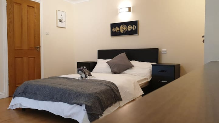 Beautiful loft room with bathroom, 2 beds sleeps 4