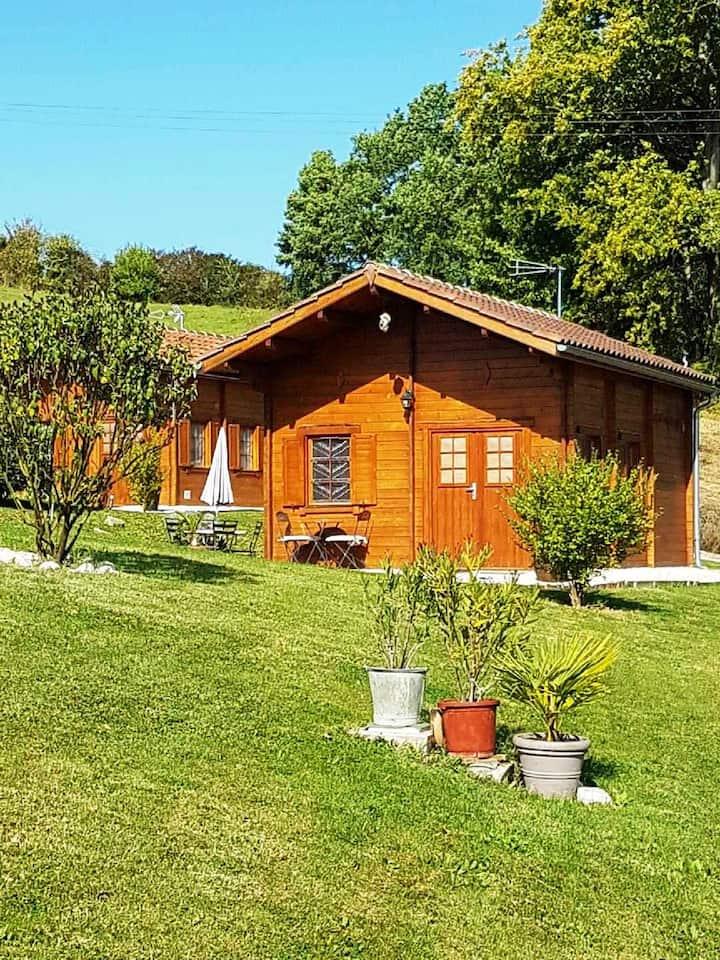 Chalet de 2 chambres à Dausse, avec piscine partagée, jardin aménagé et WiFi