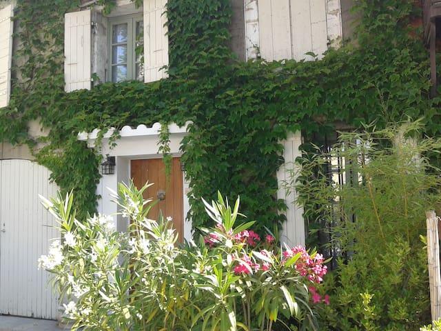 Belles chambres privées dans magnifique maison!!! - Châteauneuf-de-Gadagne - Casa