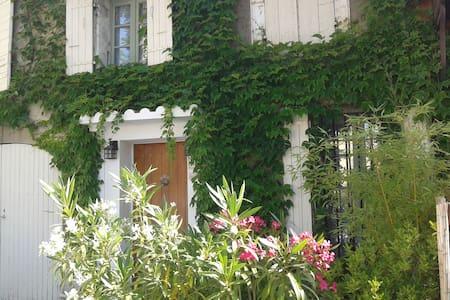 Belle chambre privée dans magnifique maison!!! - Châteauneuf-de-Gadagne - Rumah