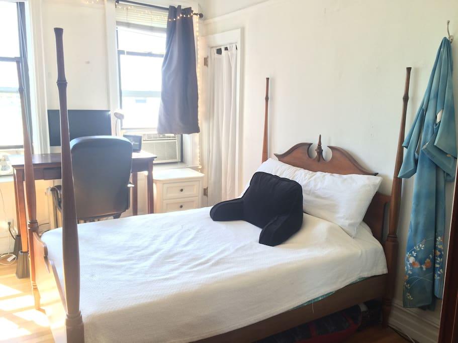Serene private room in chic astoria apartment apartments for Aki kitchen cabinets astoria ny