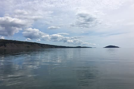 Oceanfront Parrsboro Cottage!  2bed - West Bay - 小屋
