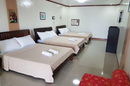 Pool Side Villa(Hotel Georgina) - Amadeo - Vila