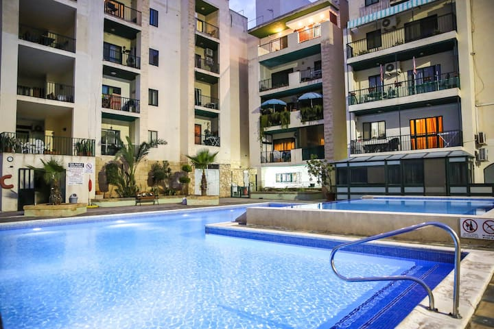 3 bedroom pool holiday apartment