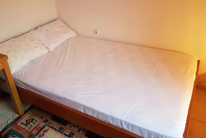 Υπνοδωμάτιο 1 - Ημιδιπλο κρεβάτι