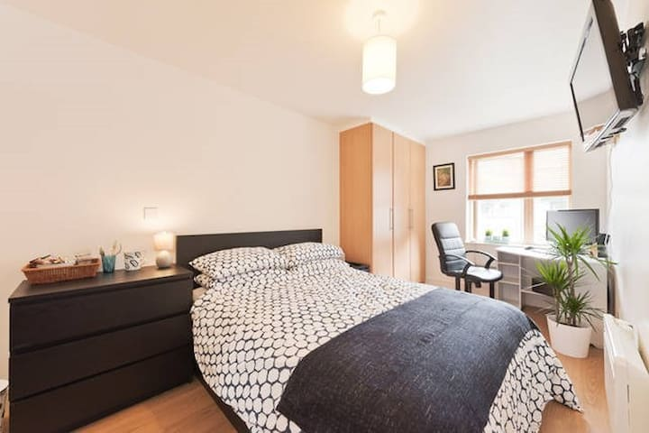 Private & relaxed en suite room -Grand Canal Docks
