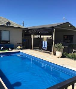 Home away from Home - Wangaratta - Dom