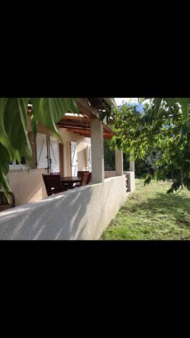 Maison familiale individuelle à: Corse-du-sud