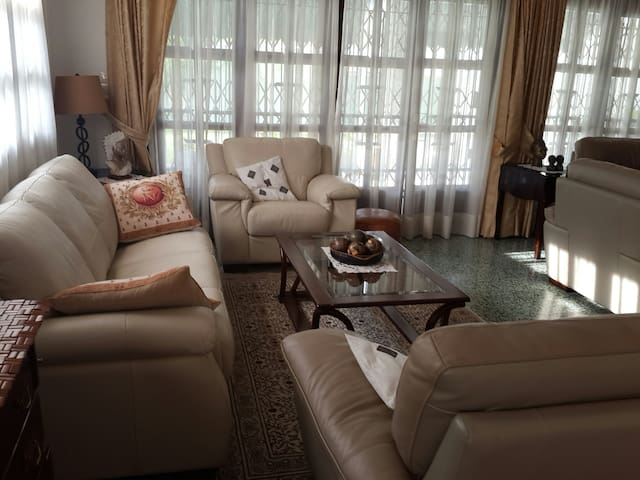 """""""Loved and listed"""" too, Cocody Ambassades - Abidjan - House"""