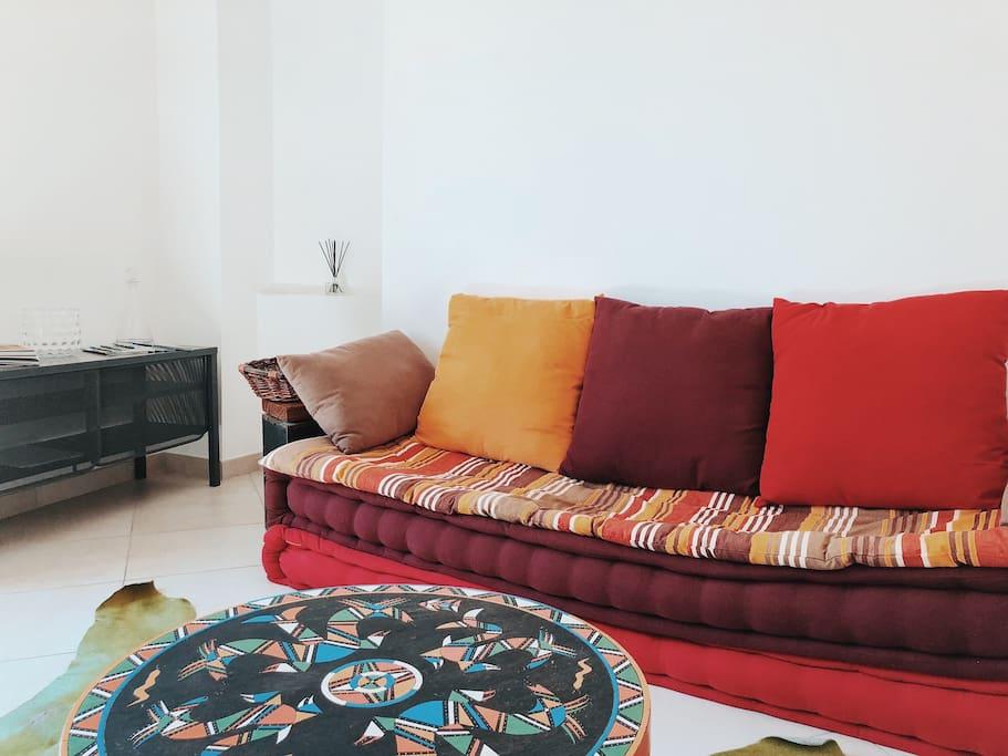 Living room with Sofa / Salon avec sofa.