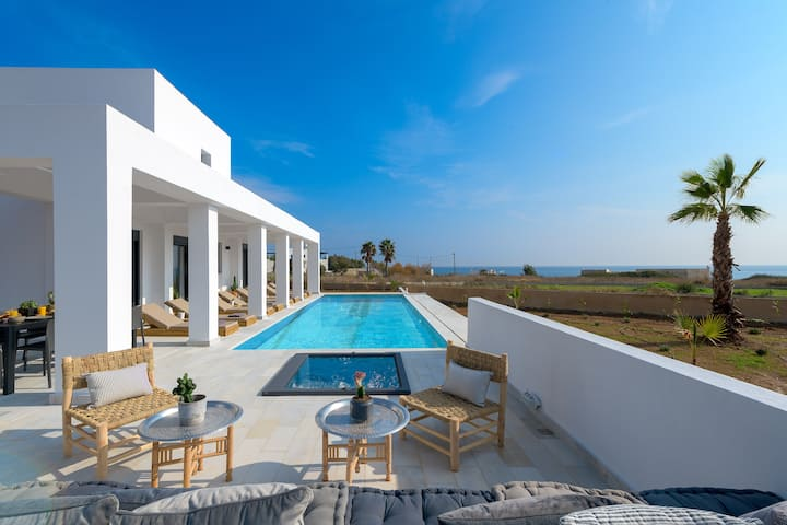 Seawater Villa, 4 Bedrooms, 150m from the beach