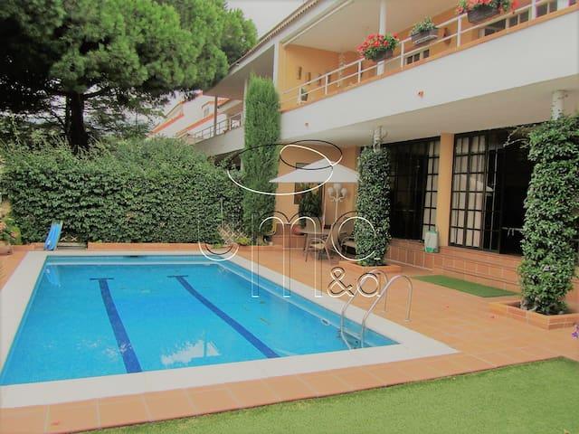 Apartamento acogedor con piscina...