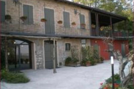 Vita e vista dalla collina - Grassano San polo d'enza - Bed & Breakfast