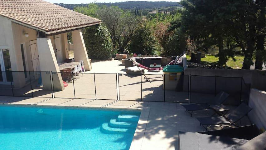 Au calme, maison 250m2 avec piscine sécurisée - Les Matelles - House