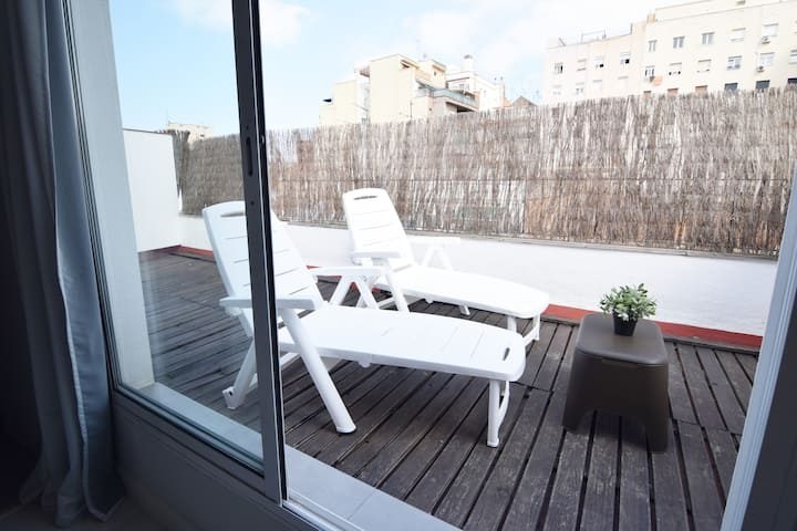 Beautiful studio with private terrasse. A/C