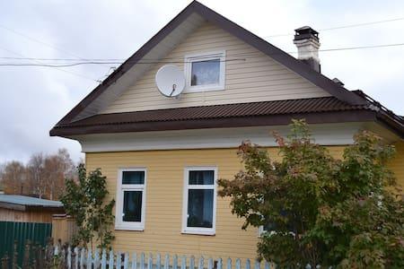 Прекрасное жилье в деревенском доме - Velikiy Ustyug - Casa