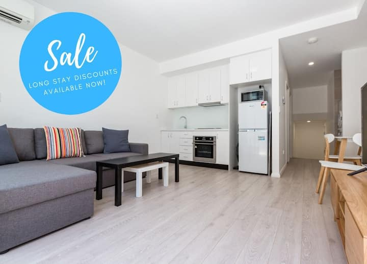 Modern 1BR Perfection✩Superb Location✩Walk To City