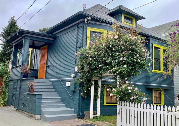 Sunny spacious modern home near Temescal