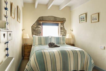 Swallows Cottage, Delfryn, Nine Wells, Solva