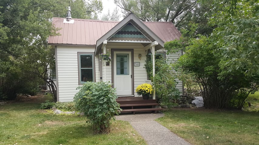 Historic Cottage by The Creek, downtown Steamboat - Steamboat Springs - House