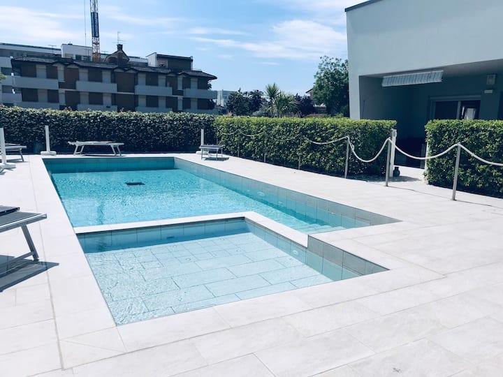 Casa con piscina e giardino vicino al mare
