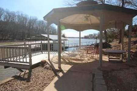 Lakeside Beautiful 3 bedroom - Rocky Mount - Maison