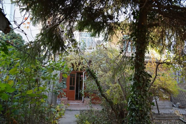 Bolgarka Cottage - Tashkent - Townhouse