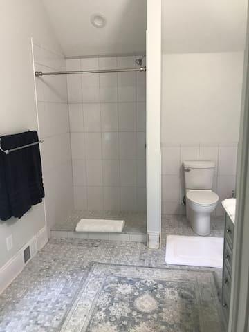 Bath 2 - en-suite