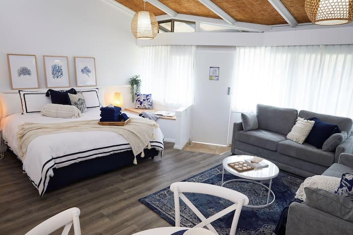 HAMPTONS RETREAT @ Nautilus Beachfont Villas & Spa