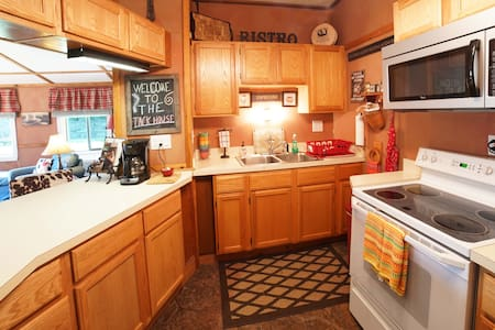 The Tack House Retreat w/ 2 beds & Full Kitchen - Apartamento