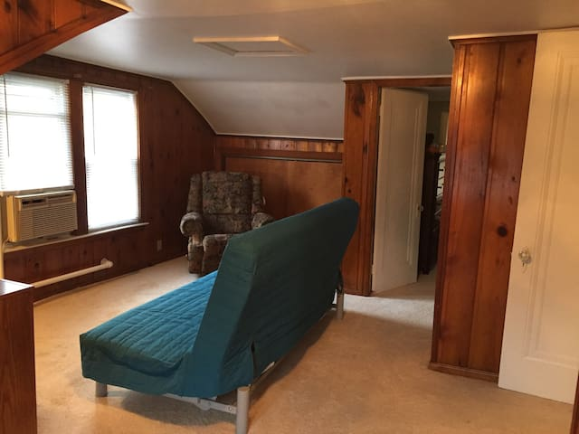 Loft with private entrance, living room, and bath - Saint Clair Shores - House