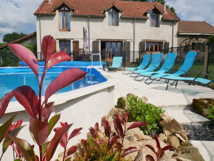 Tranquil converted barn with pool