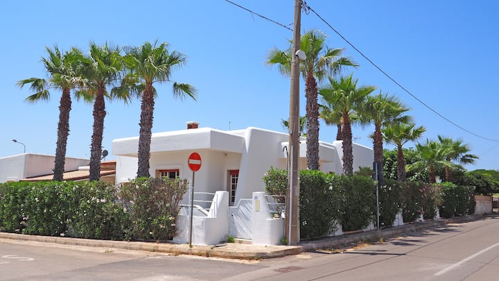 Villa with 8 beds just a few meters from the sea