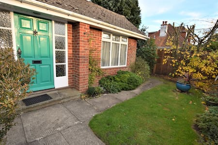 3 Bed House - South of the Highstreet - Lymington