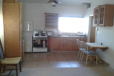 Private 1 Bedroom, 1 Bath Guest House