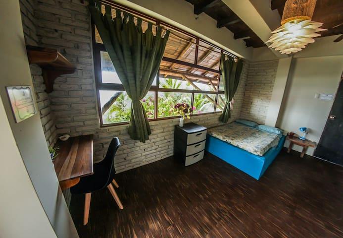 Balsa Room (beachfront)