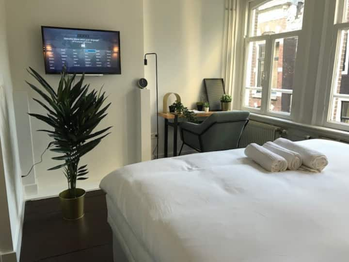 NEW! Cosy apartment next do dam square