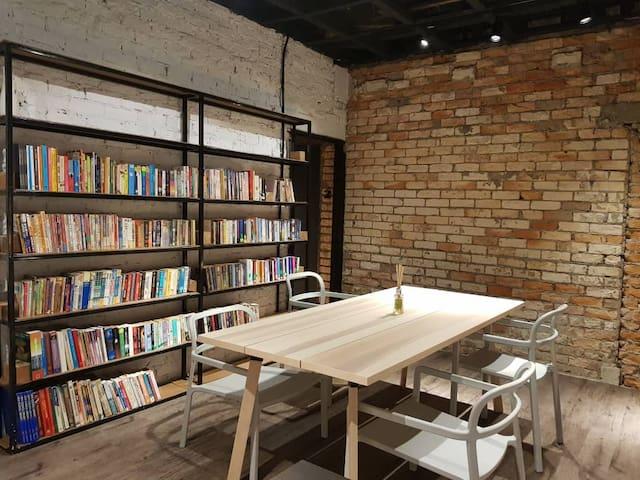 Books & Beds Single Room 5*