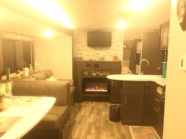 """Near Downtown PS """"RV"""" with Pool and Spa WOW!"""