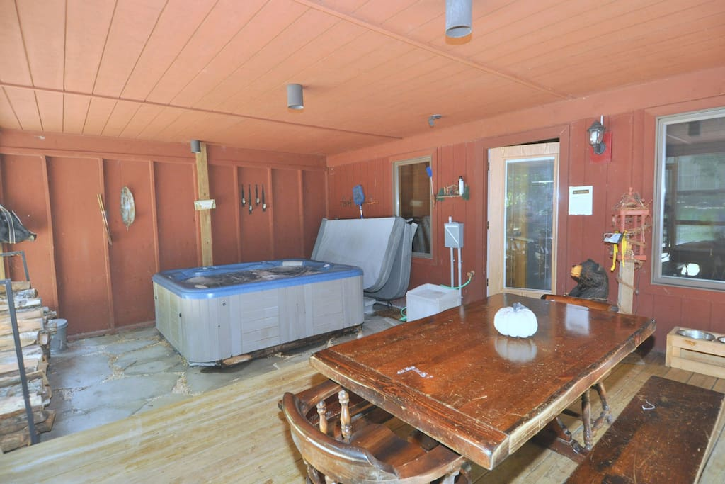 Screened Porch has a table and a Hot tub!