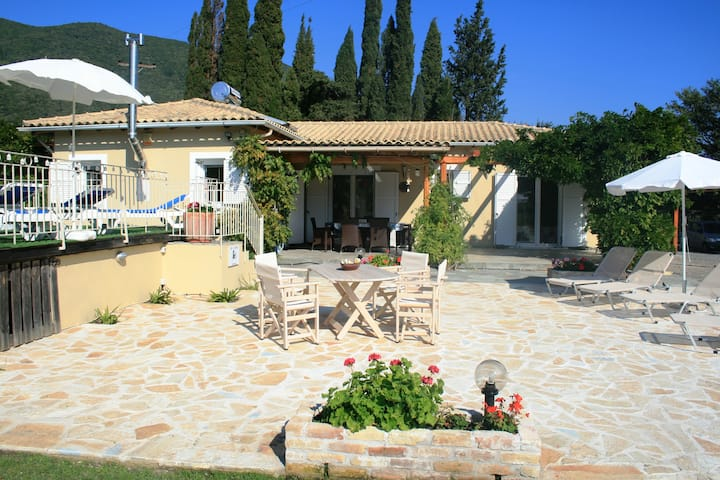 Beautiful villa with pool, Ano Korakiana, Corfu