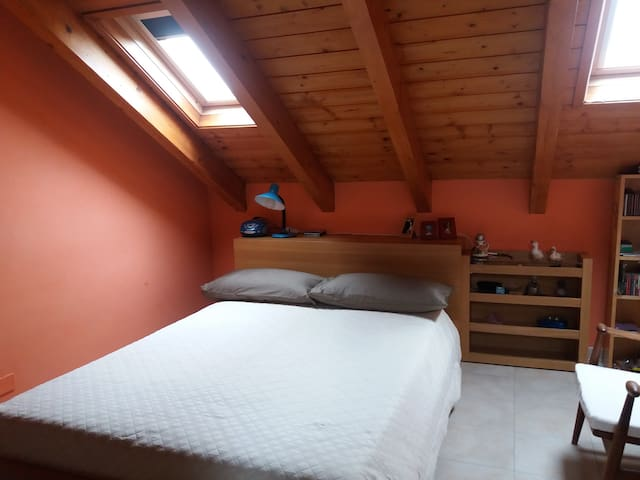 Bedroom with bathroom in the attic and snack area - San Pietro Mosezzo - Hus
