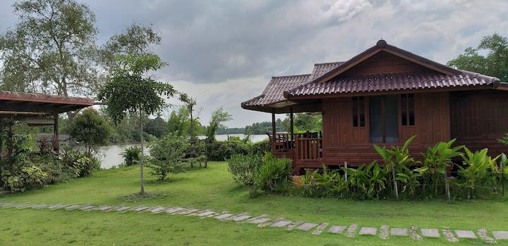 Chuenwaree riverside#1เรือนไม้ทรงไทยริมน้ำธรรมชาติ
