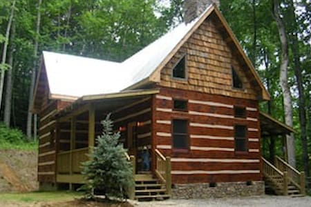 Hand Crafted Cabin - Hot Springs