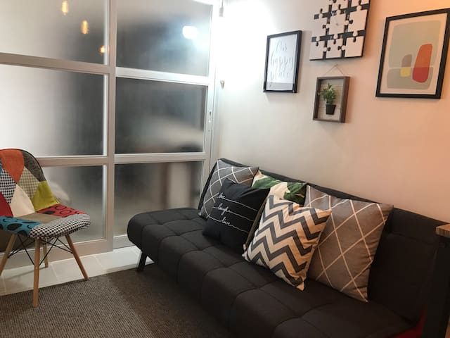 JLPLAY2 cozy 1BR condo with WiFi and Netflix