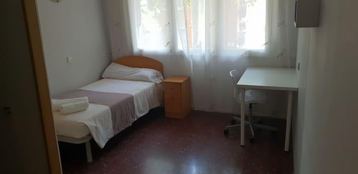 Habitación privada, n° 1bis, Barcelona.